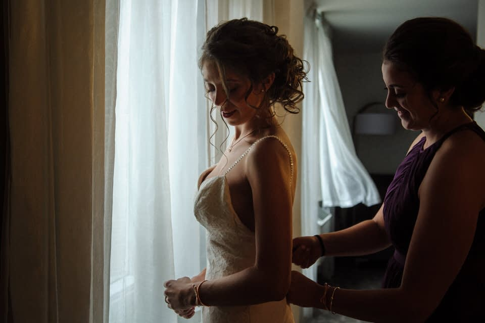 Bride getting ready at the Marriott Springhill Suites