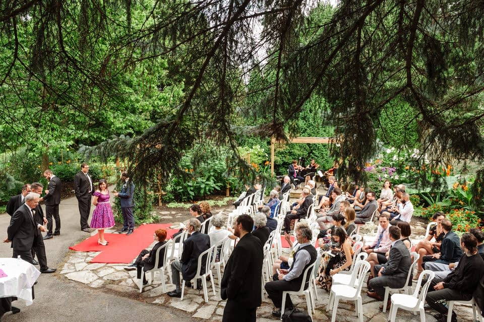 Guests waiting at an outdoor wedding at Parc Jean-Drapeau