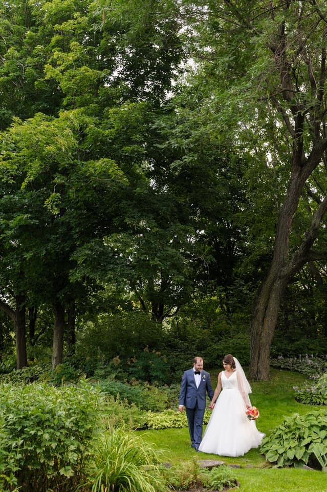 Outdoors wedding portraits at Parc Jean-Drapeau