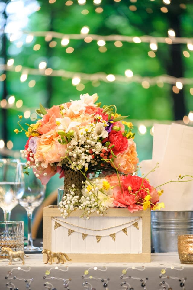 DIY wedding decorations and bouquet at La Toundra wedding venue