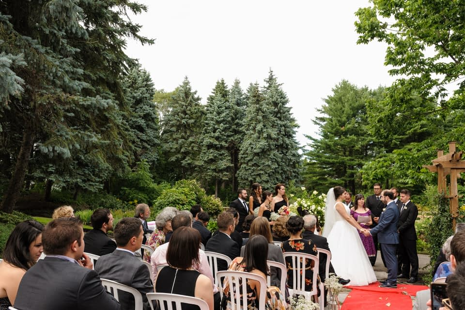 Outdoors wedding ceremony at Parc Jean-Drapeau