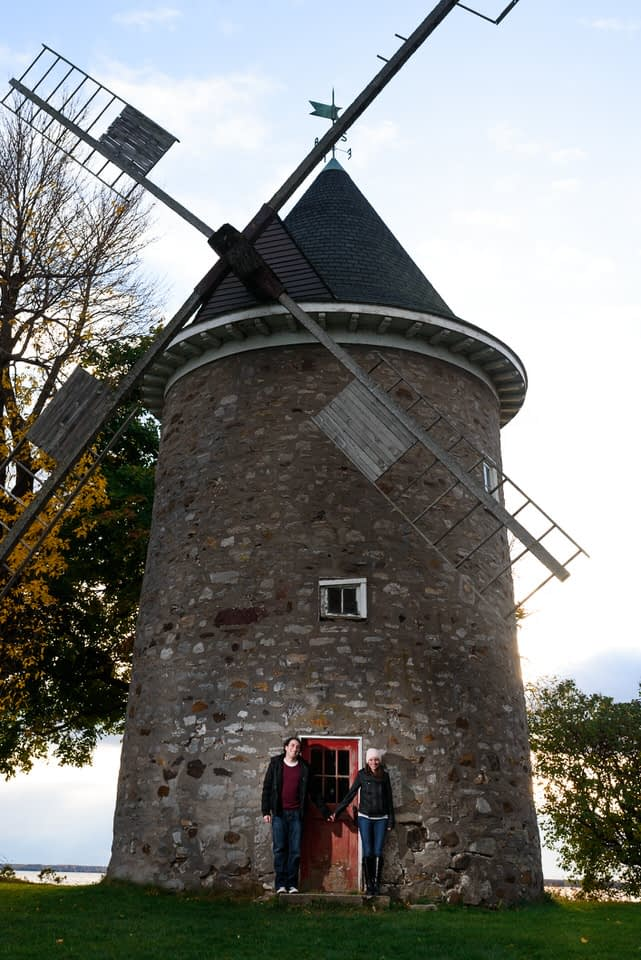 Couple posing in front of Pointe-Claire windmill
